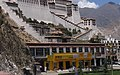 Shol in 2006 detail, Potala4 (cropped).JPG