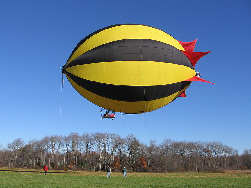 Fichier:Skyacht personal blimp first flight.jpg