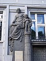 Slovinská 1, galerie Deset, socha.jpg