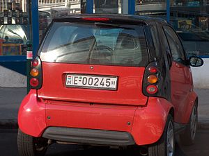 Smart with Hungarian temporary plate.JPG