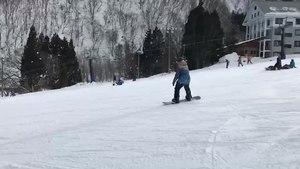 ファイル:Snowboarding-hakubagoryu-april2018.webm