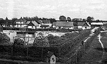 Vista do campo de extermínio de Sobibor, verão de 1943 (retocada) .jpg