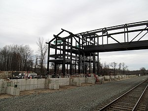 Berlin station (Connecticut) - Southbound platform and pedestrian bridge under construction in December 2015