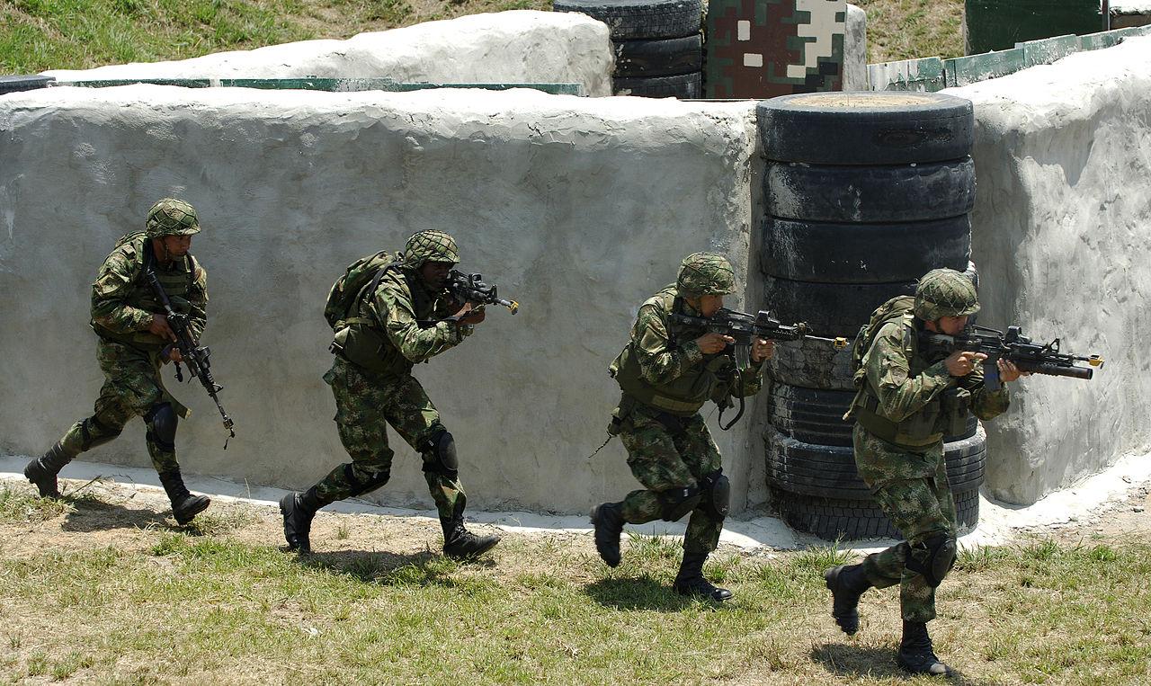 Demonstração da força especial do exército colombiano. Foto: Tech Sgt Jerry Morrison/Wikipedia (Creative Commons)