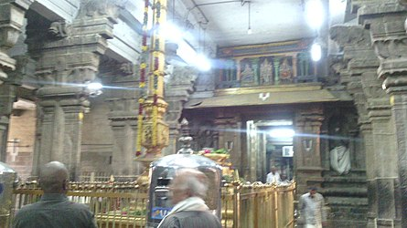 Sri Rangam Temple Inside.jpg