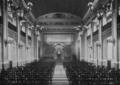 Städtische Lessingrealschule an der Ellerstraße zu Düsseldorf (1913), Aula, Ansicht nach der Rednerbühne.png
