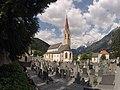 Stadtpfarrkirche Landeck mit Friedhof.JPG