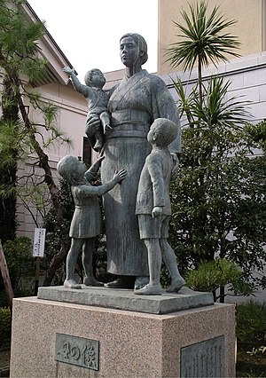 Single parent - Statue of a mother at the Yasukuni shrine, dedicated to war widows who raised their children alone.