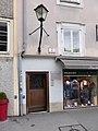 Stolperstein Salzburg, Wohnhaus Herbert-von-Karajan-Platz 2.jpg