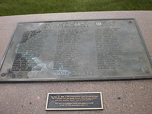 1956 Grand Canyon mid-air collision - Close-up of plaque honoring TWA passengers and crew, Citizens Cemetery
