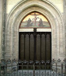 Les 95 thèses de Luther sur la porte de l'Église de la Toussaint de Wittemberg.