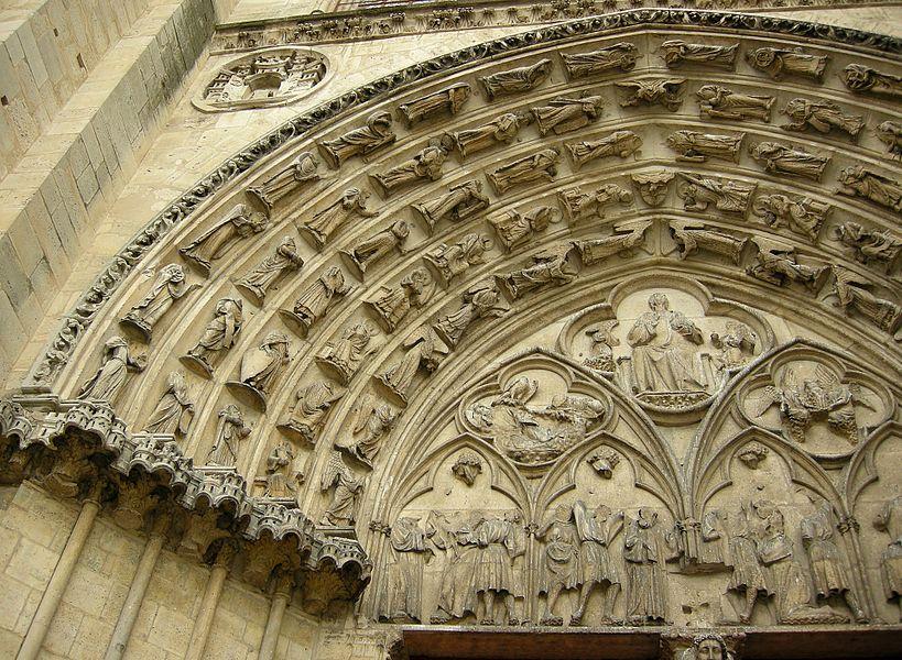 Sculptures de l'entrée de la cathédrale de Sens.