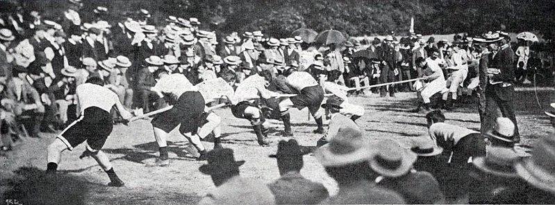 File:Tir à la corde aux Jeux Olympiques de 1900, les Scandinaves (équipe mixte) battent les Français.jpg
