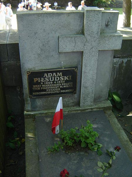 File:Tomb in Rasos Cemetery in Vilnius, Lithuania.jpg