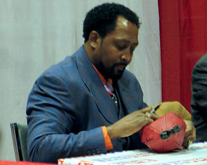 Thomas Hearns - Hearns signs autographs in Houston in January 2014.