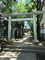 Torii (鳥居) at Higashi-Tamagawa Shrine (東玉川神社) - panoramio.jpg