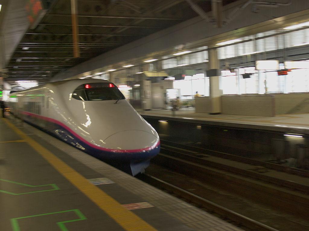 Touhoku shinkansen @Sendai (435237983)