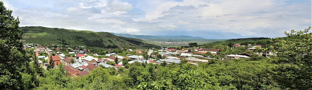 Tsaghkadzor panorama from west.jpg