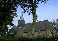 Tsjerkgaast kerkje in de bomen.jpg