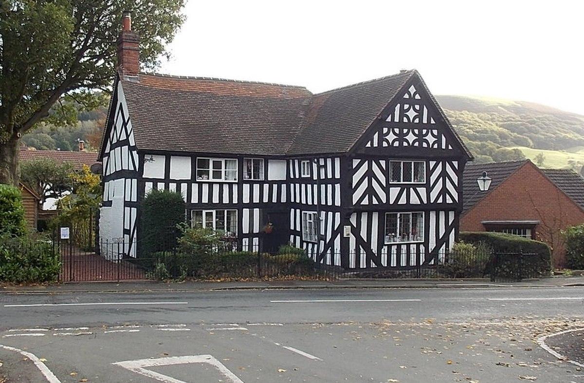 Tudor Cottage, Church Stretton (geograph 3720979).jpg