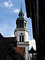Turm der Stadtkirche St. Marien in Celle, gesehen aus der Kalandgasse.jpg