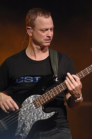 US-American actor Gary Sinise gets the crowd i...