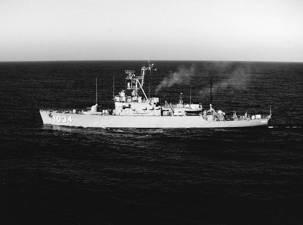 USS John R. Perry (DE-1034) underway in the Pacific Ocean, circa in 1971 (K-88514)