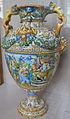 Urbino, maiolica policroma, seconda metà del XVI sec., vaso.JPG