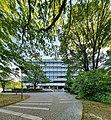 Verwaltungsgebäude der Berliner Flughafen-Gesellschaft mbH (Vorderseite mit Zufahrt).jpg