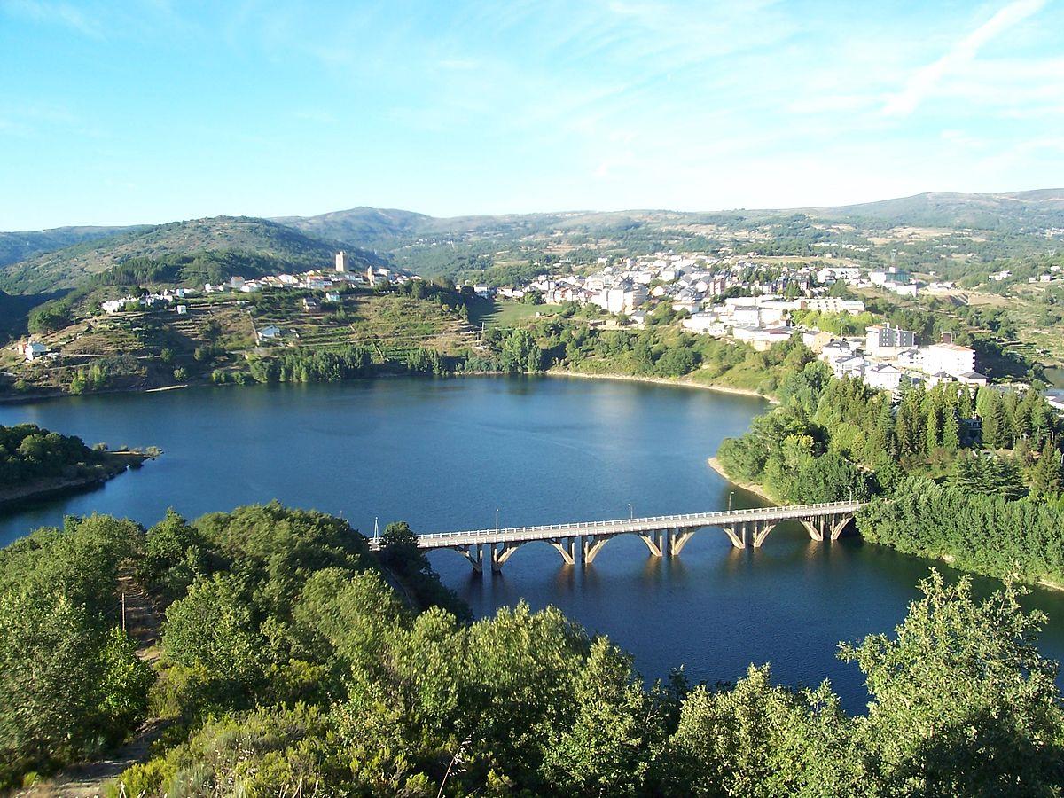 Viana do Bolo - desde o mirador de San Cibrao. Galiza.jpg