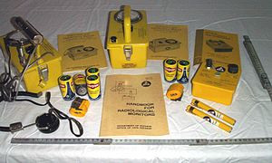 Civil defense Geiger counters - Victoreen Civil Defence V-777-1 shelter radiation detection kit overview