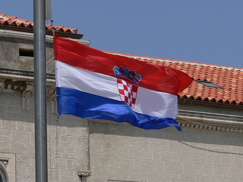 Croatian Flag - Wikimedia Commons