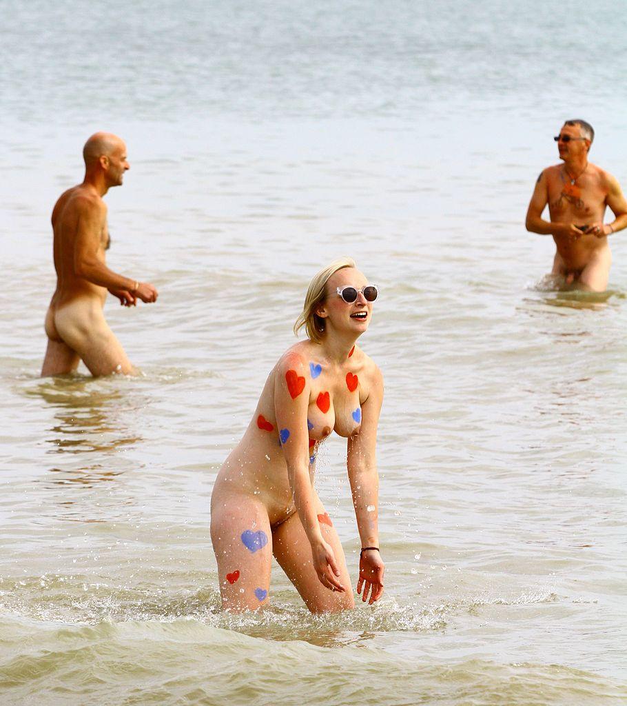 swimming girl nude photography