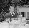 Walter Mehring zittend op een terras, Bestanddeelnr 254-5051.jpg