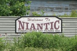 A sign welcoming travelers to Niantic, Illinois