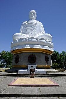 Tôn giáo tại Việt Nam 225px-White_Bouddha_Nha_Trang
