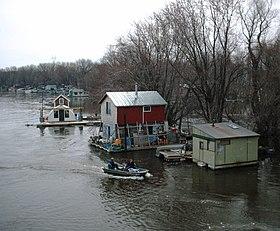 280px WinonaMNboathouses2006 05 09