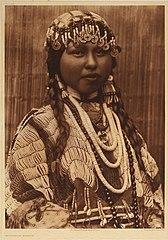 EDWARD SHERIFF CURTIS LE PHOTOGRAPHE DES AMÉRINDIENS 168px-Wisham_Bride%2C_1910