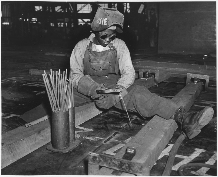 File:With nearly 1000 (African-American) women employed as burners, welders, scalers, and in other capacities at the... - NARA - 535803.tif