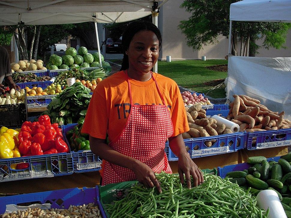 Woman at US farmer%27s market