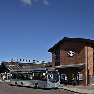 Thames Travel - A a Wright StreetLite bus in Thames Travel Connector livery at Didcot Parkway railway station on route 98 to Great Western Park