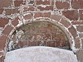 Zbytky obloučkového vlysu nad zazděným vchodem do kostela sv. Jakuba Většího, Stříbrná Skalice.JPG