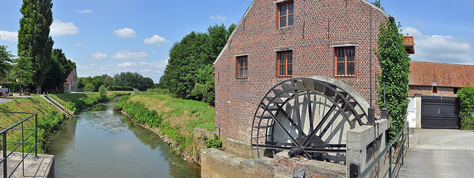 Zichem (municipality of Scherpenheuvel-Zichem, province of Vlaams-Brabant, Belgium): the watermill on the Demer river