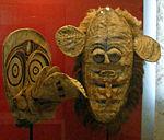 Zwei Masken aus Ozeanien.JPG