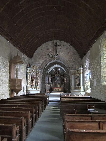Dragey-Ronthon, Manche.  l'église a été construite au XIe ou début XIIe siècle en schiste et en granit. Dans la nef,des assises d'appareil en arête-de-poisson en schiste alternent avec des rangées de pierres disposées à l'horizontale.
