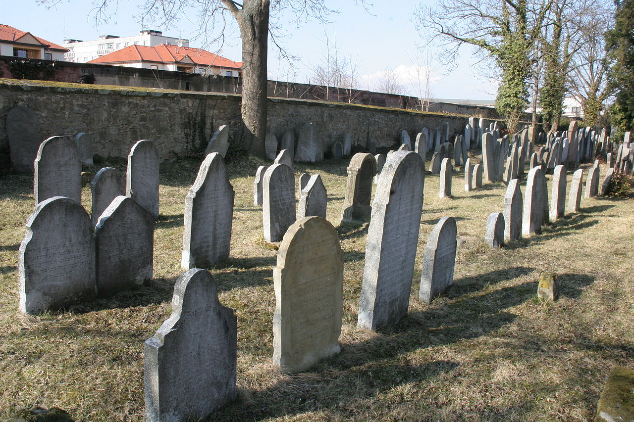 Židovský hřbitov (Heřmanův Městec) 02.JPG
