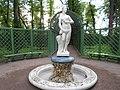 Боскет 'Крестовое гульбище' с фонтаном (статуя 'Нереида').jpg