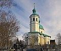 Церковь Иоанна Богослова. Вид на колокольню через кладбише.jpg