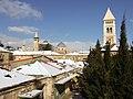 צריח כנסיית הגואל על רקע השלג הטרי.jpg