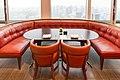 アンダーズ東京 長椅子と個椅子2つの配置 (28860023171).jpg